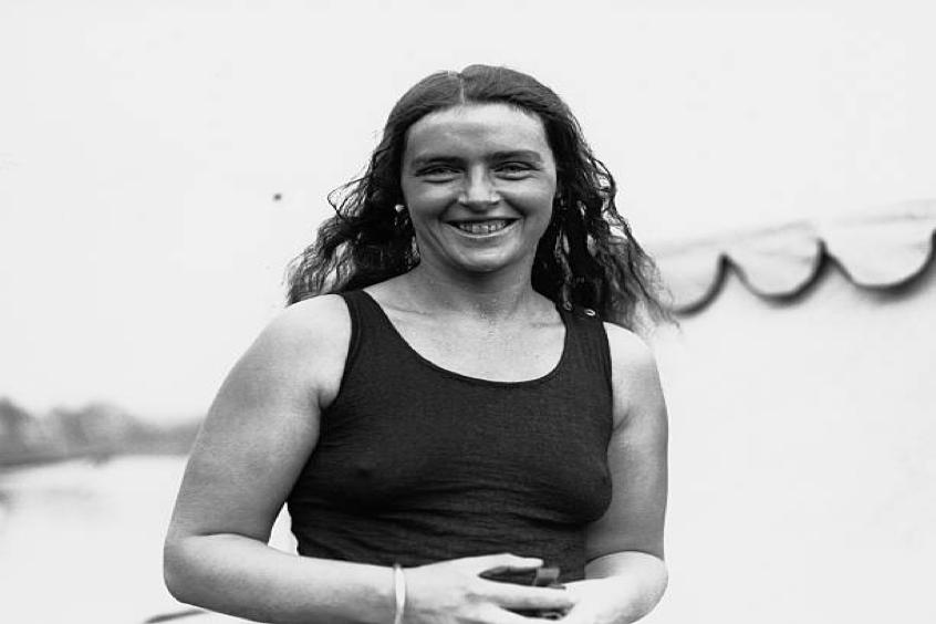 Mercedes Gleitze swims Straits of Gibraltar